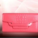 Pre-Order กระเป๋าคลัทช์ปั๊มลายหนังจระเข้ สีชมพู กระเป๋าแฟชั่นผู้หญิง เปลี่ยนเป็นกระเป๋าถือออกงานหรูได้ หรือใช้เป็นกระเป๋าสะพายไหล่ได้