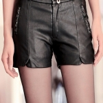 พรีออเดอร์ กางเกงหนังผู้หญิง ขาสั้น หนังแกะเทียม PU มีกระเป๋า 2 ข้างใช้งานได้จริง แฟชั่นสาวไบค์เกอร์เปรี้ยวเฉี่ยว สีดำ