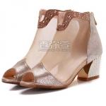 Pre-Order รองเท้าแฟชั่นผู้หญิง รองเท้าบู๊ทใส่หน้าร้อน รองเท้าบู๊ทสั้นหุ้มข้อ ส้นสูง เปิดหัว หนังแท้ สีทอง ประดับหมุดและ Buckle Brand: Xuan Hong Mi เสื้อผ้าแฟชั่นสไตล์เรโทร