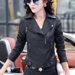 Pre-Order เสื้อแจ็คเก็ตหนัง PU เสื้อแจ็คเก็ตผู้หญิง เข้ารูปพอดีตัว สีดำ แต่งซิปเก๋ มีปก แฟชั่นสาวไบค์เกอร์