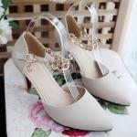 พรีออเดอร์ รองเท้าแฟชั่นผู้หญิง ส้นสูง หัวแหลม หนังแท้ เสื้อผ้าแฟชั่นสไตล์เรโทร สีขาว Brand: Xuan Hong Mi