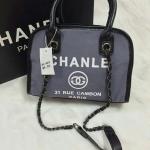 กระเป๋าทรงโค้ง ผลิตจากผ้ากระสอบอย่างหนา ใบใหญ่ใส่ของจุใจ ด้านในบุผ้าซับ