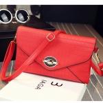Pre-Order กระเป๋าคลัทช์ปั๊มลายตารางเนื้อมันเป็นเงา สีแดง กระเป๋าแฟชั่นผู้หญิง เปลี่ยนเป็นกระเป๋าถือออกงานหรูได้ หรือใช้เป็นกระเป๋าสะพายไหล่ได้