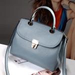 Pre-Order กระเป๋าสะพายผู้หญิง หนังแท้ มีหูหิ้ว และสายสะพายยาวถอดออกได้ ติดซิปด้านบน สีฟ้า