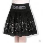 (Pre-order) กระโปรงย้วย ผ้าขนสัตว์สีดำ ปักเลี่อมสีเงิน และปักหมุดสีนิล