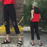 [Preorder] กางเกงยีนส์เอวสูงสีดำ 9 ส่วนแต่งรูขาดที่เข่า