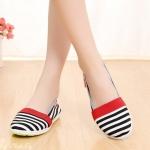รองเท้าคัชชู ทรงสวย ดีไซด์เกร๋ ออกแบบเป็นลายขวาง แบบมาใหม่ วัสดุทำจากผ้านิ่ม