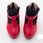 รองเท้าบูทสั้นสีแดง