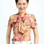 Pre-Order เสื้อผ้าแฟชั่นผู้หญิง คอผูก แขนสั้น พิมพ์ลายดอกไม้สีแดงและเขียว ผ้าชีฟอง