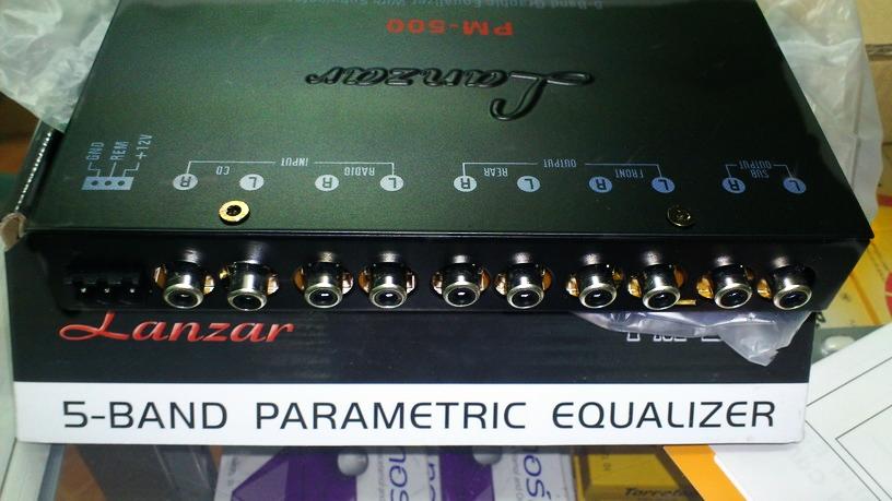 ด้านหลังของ ปรีแอมป์รถยนต์ 5 แบนด์ ยี้ห้อ LANZAR รุ่น PM-500