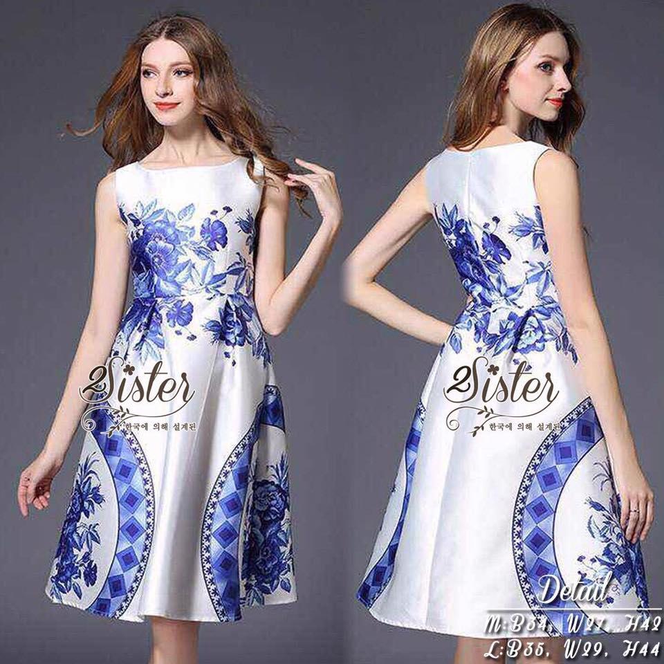 2Sister Made, White & Blue Premium Paradise Korea Vintage Dress เดรสแขนกุดลุคเรียบหรู เนื้อผ้าpolyester+silkมันเงาสวย พิมพ์ลายสวยมากค่ะ ดีเทลแขนกุด งานมีซิปด้านหลังจ้า กระโปรงระบายบานสวย งานมีซับในอย่างดีค่ะ งานป้าย2sister สินค้านำเข้างานพรีเมียมนะคะ Cutt