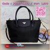 Re-stock Best seller พรีเมี่ยมกิ้ฟจากเคาเตอร์ต่างประเทศ กระเป๋า สวยๆ จาก แบรนด์ PRADA เป็นกระเป๋า ใบสวยรุ่นหายาก ขนาดกำลังดี เลิศมาก ใช้แล้วไฮโซ สวยเกินราคาแน่นอนคะ ภายในมีช่องแบ่ง เก็บของอย่างดี ใบนี้ ห้ามพลาดเลย มาจำนวนจำกัดนะคะ