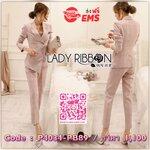 Lady Ribbon's Made Lady Nancy Smart Minimal Checked Suit Set เซ็ตสูทลายสก็อตสไตล์สมาร์ทมินิมัล ลุคนี้ใส่แล้วดูเป็นลุคบอสสาว เก๋มากค่ะ ดูดีสุดๆ ตัวเสื้อเป็นสูทติดกระดุมสีทอง ชายด้านหน้ายาวไม่เท่ากัน ทรงสูทเป็นแบบเข้ารูปนะคะ มีกระเป๋าสองข้าง กางเกงเป็น