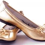 ปัญหารองเท้าคัทชูเล็กคับเท้า-ใหญ่จนหลวม แก้อย่างไรดีนะ