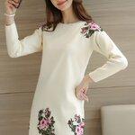 เสื้อผ้าแฟชั่นนำเข้า : เสื้อกันหนาวไหมพรม พร้อมส่ง สีครีม คอกลม ปักด้วยลายดอกไม้สีหวาน น่ารักๆ แขนยาว ตัวยาวคลุมสะโพก ใส่กันหนาวได้ค่ะ ผ้าไหมพรมมีความยืดหยุ่นได้ อุ่นๆใส่กันหนาวได้ สินค้าจริงน่ารัก งานสวยเหมือนแบบเลยค่ะ