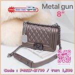 รุ่นขายดีที่สุด สีมาใหม่ค่า !!!! KEEP Quited Boy Bag กระเป๋า ทรง boy style KEEP LOOK Cool มาก ๆค่า ( สี Gun metal ) ตัวกระเป๋าอยู่ทรง ทำจากหนังแกะสังเคราะห์นิ่ม-ตึงสวย สายโซ่ มีที่รองไหล่ สะพายสบายคะ สายปรับ สั้น ยาวได้คะ ใบนี้ ไม่ต้องพูดถึงความสวยเยอะ เพ