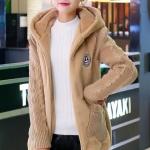 เสื้อกันหนาวแฟชั่นเกาหลี : เสื้อกันหนาว พร้อมส่ง สีน้ำตาล ช่วงตัวเสื้อบุด้วยผ้าขนสัตว์ฟูๆ แบบซิบรูด มีฮูทสุดเท่ห์ งานเหมือนแบบแน่นอนค่ะ แขนยาวช่วงแขนเป็นผ้าไหมพรม ใส่แล้วอุ่นแน่นอนค่ะ ซับในด้วยผ้าเลื่อนๆ หน้าหนาวปีนี้ไม่ควรพลาดนะคะ