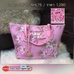 ภาพถ่ายสินค้าจริง) Don't Miss! Victoria's Secret Vintage Flower Print Shoulder Tote Bag กระเป๋าสะพายทรง Tote สไตล์วินเทจจาก Victoria's Secret วัสดุหนัง Saffiano อยู่ทรงสวยแบบ PRADA เปิดปิดด้วยกระดุมเเม่เหล็ก ด้านหน้าประดับตัวอักษร VS อะไหล่