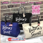 Best seller!!! Victoria's Secret Canvas Large Tote Bag กระเป๋าทรง Tote Bag (Size L) ของแท้จาก Victoria's Secret วัสดุ Canvas ด้านหน้าประดับโซ่พร้อมสกรีนแบรนด์ Victoria's Secret ด้านข้างมีกระดุมปรับขยายความกว้างได้ ภายในมีโลโก้และช่องซิป กว้