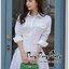 Smart Chic White Shirt Style Korea เดรสเชิตตัวยาวเนื้อผ้าคอตตอนสีขาวสวยงานแฟชั่นเกาหลีค่ะ เนื้อผ้าคอตตอนขาวสวยมาทรงเชิตคอปกแขนยาว ตกแต่งเชือกผูกไขว้ด้านข้างสวยเก๋มากค่ะ หน้าอกมีกระเป๋าเสื้อสองข้าง มีกระดุมผ่าหน้า เชิตใส่แบบเข้ารูปก็ได้ หรือปล่อยพลางหุ่นก็ thumbnail 3