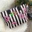 Don't Miss! พร้อมส่งความสวย Victoria's Secret Vintage Flower Print Shoulder Bag กระเป๋าสะพายสไตล์วินเทจจาก Victoria's Secret หนัง Saffiano (กันนำ้) สกรีนลายดอกไม้เปิดปิดด้วยซิป หัวซิปโลโก้ VS ด้านหน้าประดับตัวอักษร VS ภายในดำมีช่องซิปและช่อ thumbnail 18