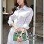 Smart Chic White Shirt Style Korea เดรสเชิตตัวยาวเนื้อผ้าคอตตอนสีขาวสวยงานแฟชั่นเกาหลีค่ะ เนื้อผ้าคอตตอนขาวสวยมาทรงเชิตคอปกแขนยาว ตกแต่งเชือกผูกไขว้ด้านข้างสวยเก๋มากค่ะ หน้าอกมีกระเป๋าเสื้อสองข้าง มีกระดุมผ่าหน้า เชิตใส่แบบเข้ารูปก็ได้ หรือปล่อยพลางหุ่นก็ thumbnail 4