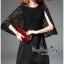 Elegant Black Lace Shawl Korea Dress เดรสสวยสง่าสไตล์งานแบรนด์ หรูหราด้วยทรงเดรสแขนกุด ตกแต่งผ้าลูกไม้เนื้อดีคลุมไหล่และช่วงอกของเดรส ผ่าช่วงแขนให้ดูมีดีเทลสวยสง่า กระโปรงทรงปล่อย งานสวยตามแบบ ใช้เนื้อผ้าอย่างดีในการตัดเย็บ บอกเลยงานนี้พลาดไม่ได้เลยค่ะ เน thumbnail 4