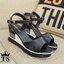 New!!Shoes2018 รองเท้าเตารีดแฟชั่น สไตล์เกาหลี สวยหนักมว๊ากกก วัสดุพียูอย่างดีน้ำหนักเบา ทรงสวยตลอดกาล แต่ง3โทนสี ตะขอเกี่ยวใส่ง่าย กันน้ำกันฝนได้สบาย จับแมทกับชุดไหนก็เป๊ะปัง สาวๆรีบคว้าด่วนเลยค่า!!! thumbnail 5