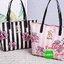 Don't Miss! พร้อมส่งความสวย Victoria's Secret Vintage Flower Print Shoulder Bag กระเป๋าสะพายสไตล์วินเทจจาก Victoria's Secret หนัง Saffiano (กันนำ้) สกรีนลายดอกไม้เปิดปิดด้วยซิป หัวซิปโลโก้ VS ด้านหน้าประดับตัวอักษร VS ภายในดำมีช่องซิปและช่อ thumbnail 3